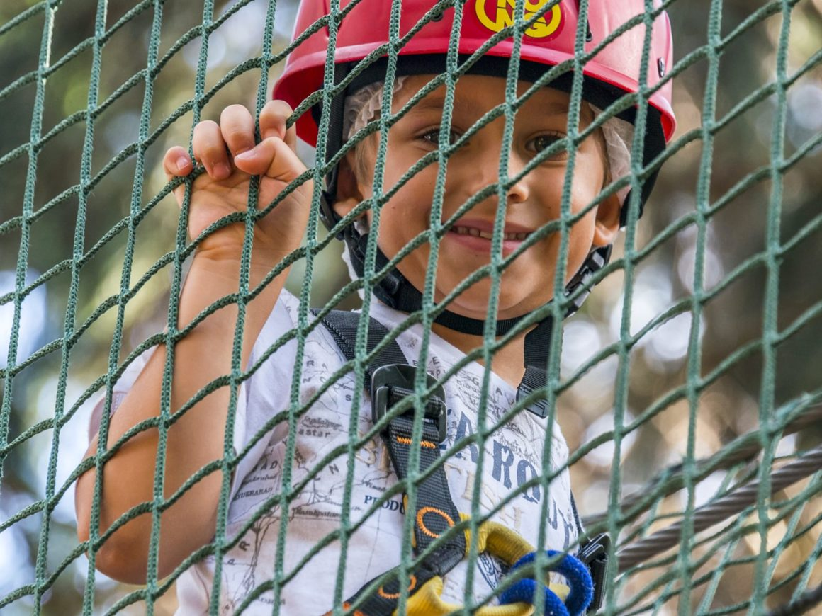 Comprende il percorso Baby (2 ore) al parco avventura di Civenna o Margno, oppure un ingresso bambini per 2 ore al parco avventura di Albavilla. Utilizzabile per una persona, fino al 31 ottobre 2021. Adatto a bambini a partire da 3 anni.
