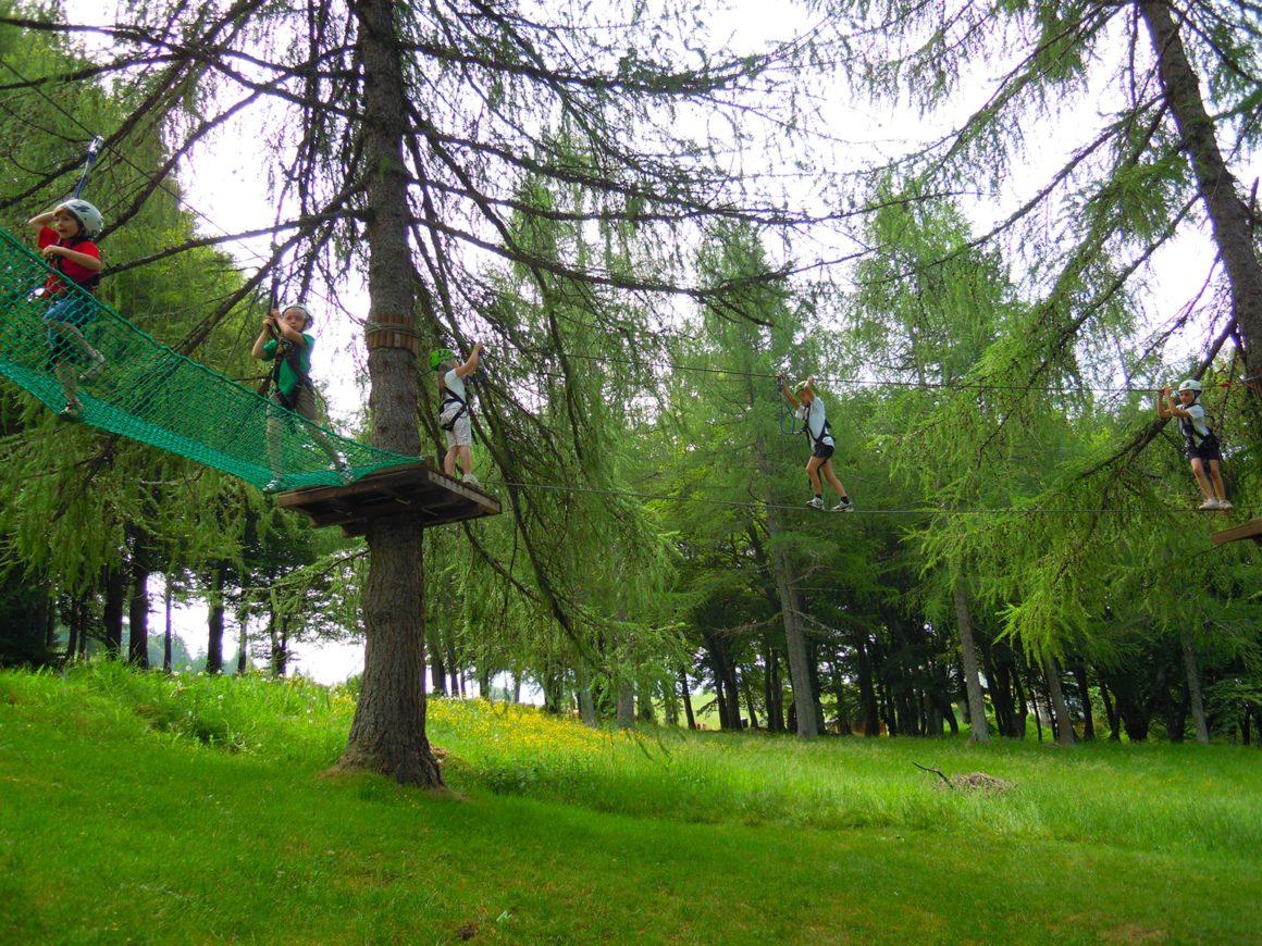 Percorso adatto ai bambini nel parco divertimenti vicino a Lecco