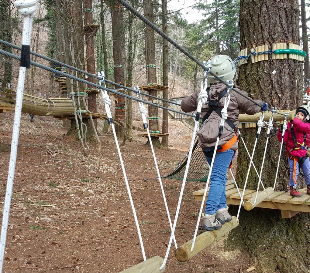 Percorso per bambini del parco avventure per famiglie