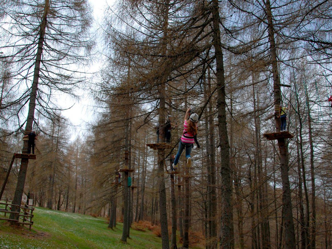 Adrenalinica zipline del parco avventura vicino a Lecco