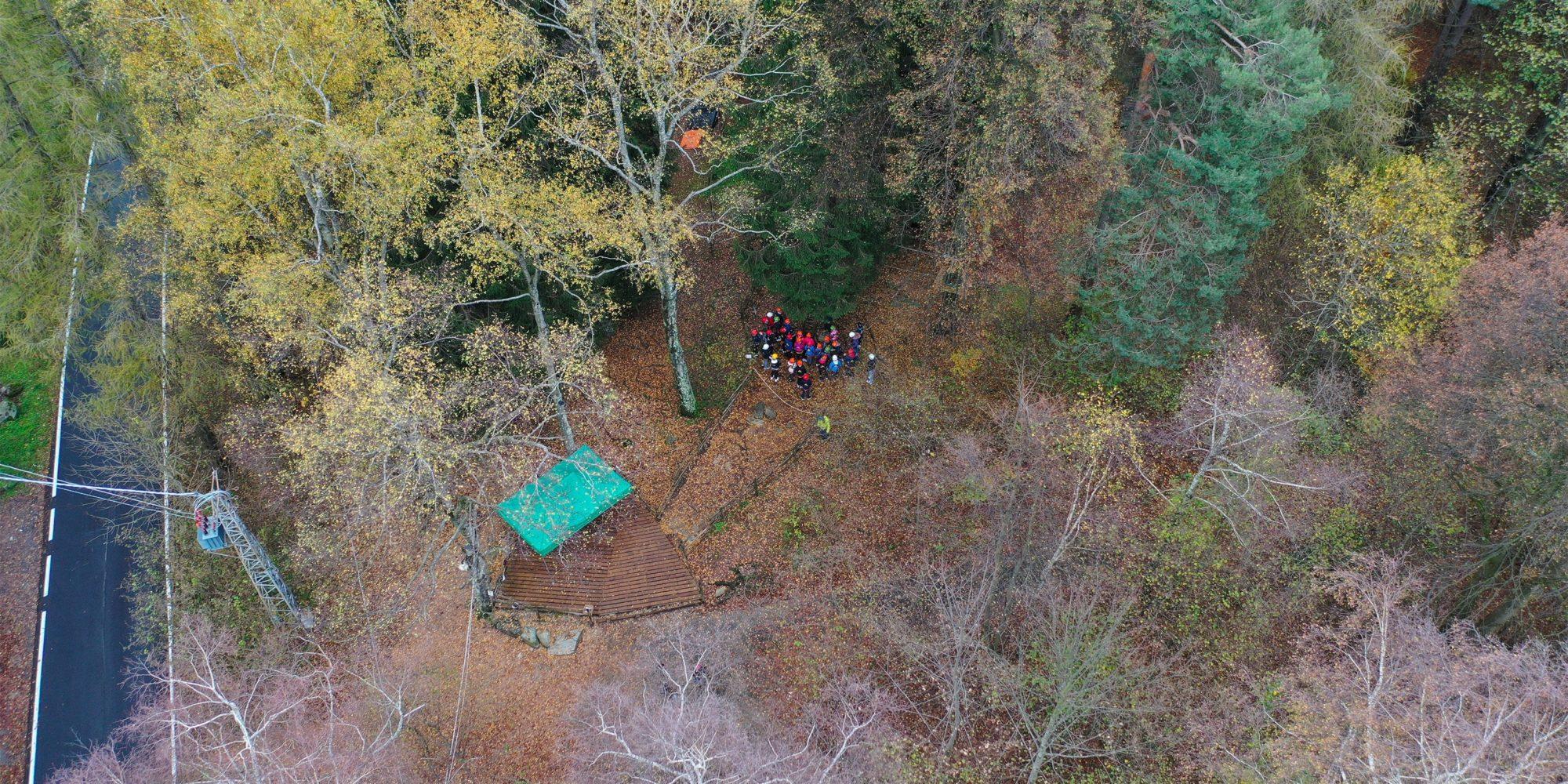 Il parco avventura di Civenna è immerso in un bosco tra i monti della Lombardia