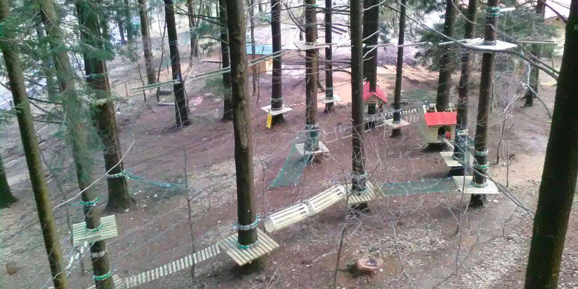 Percorsi per adulti e bambini al parco avventura di Albavilla